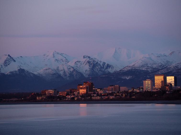 Anchorage o zachodzie słońca - Informacje Alaska