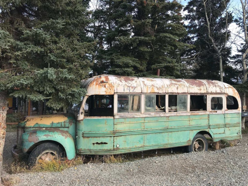 Kopia wraku Magicznego Busa na Alasce, znana z filmu Into the Wild