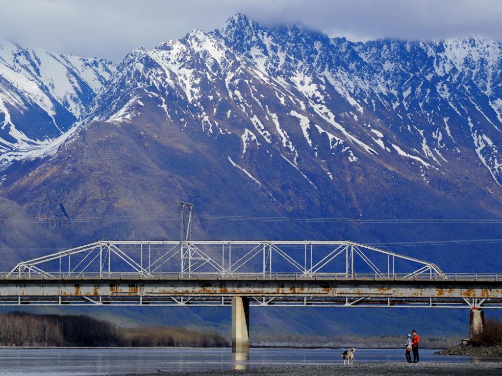 Widok na wysokie szczyty w okolicy Palmer na Alasce - Wycieczka Alaska