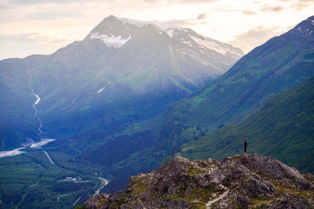 Widok na przełęcz Thompsona na Alasce.
